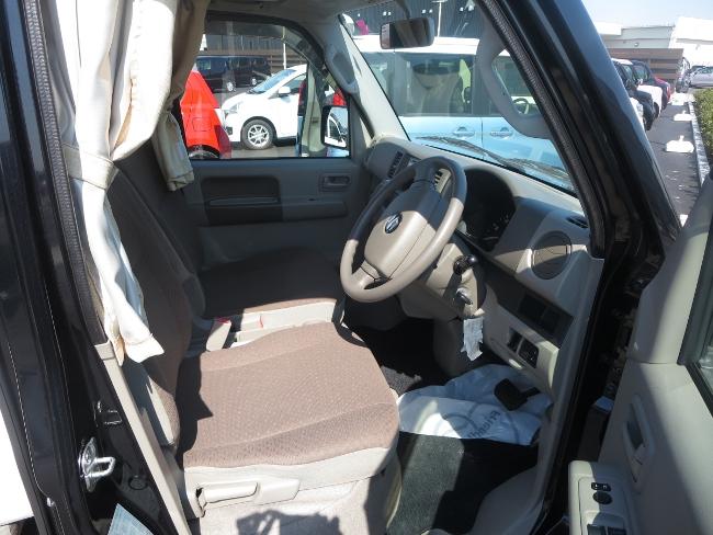 エブリベースの運転席