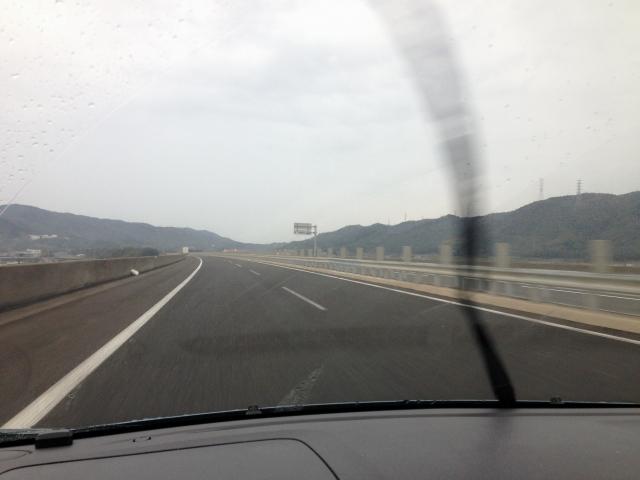 雨の日の運転(イメージ)