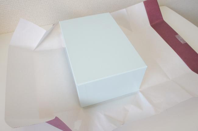 包装紙のなかには専用のギフト箱