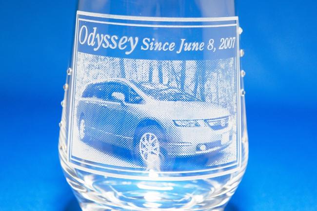 オデッセイの彫刻グラス(接写)