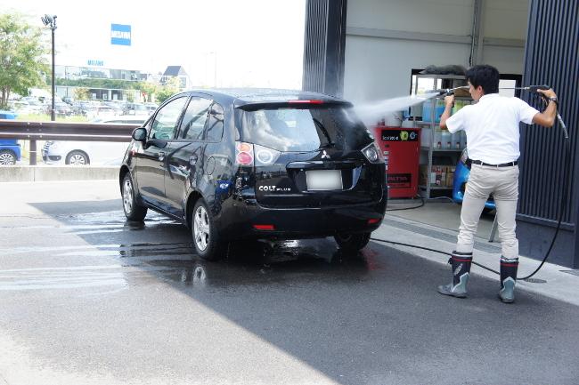 納車前にもう一度洗車