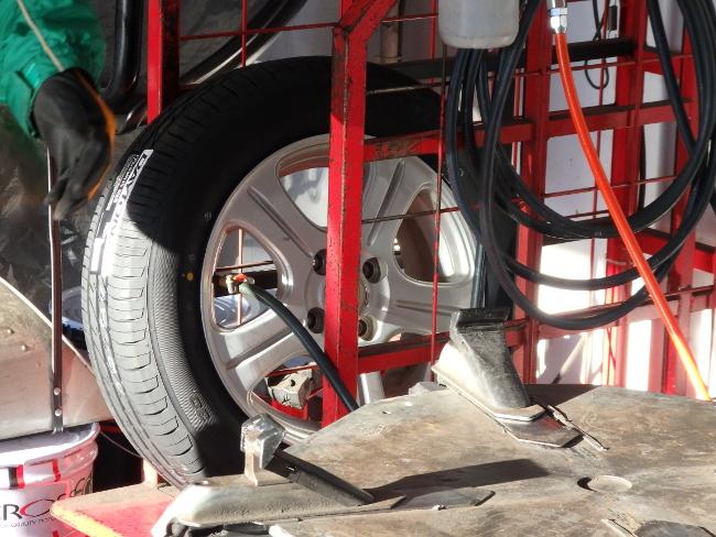 新品タイヤにガス充填(その2)
